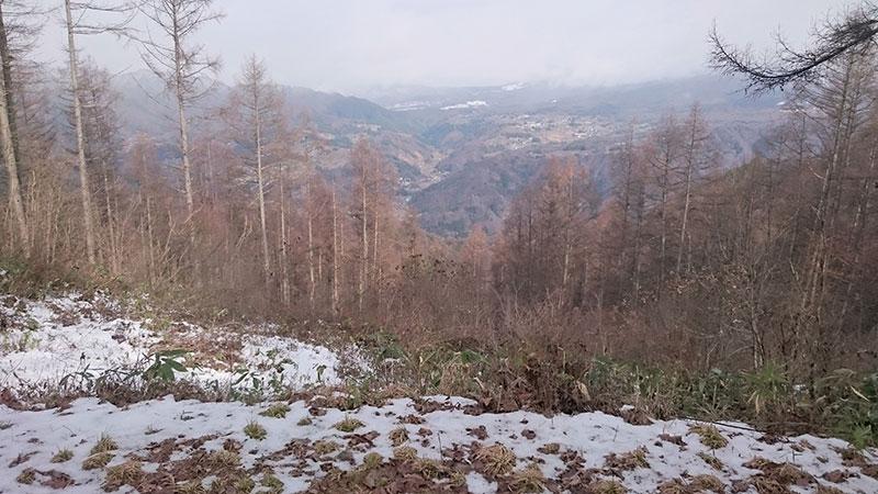 陣場平の「山の家」の前にて撮影