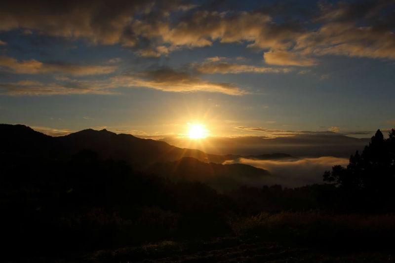倉並から見える菅平の朝日