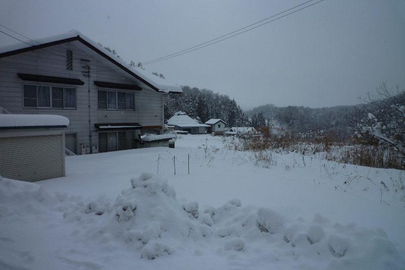 日本列島全体が冬将軍にすっぽりと覆われ七二会も大雪に