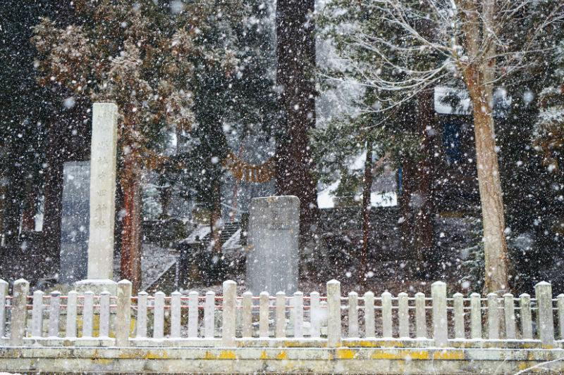 大粒の雪が降ってきました。守田神社(4/4)