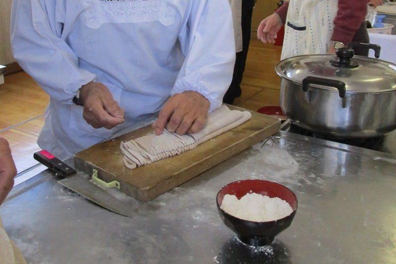 「男の料理教室」が開催されました