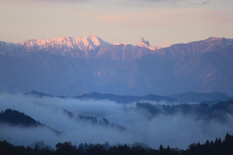 槍ヶ岳と大天井岳の朝